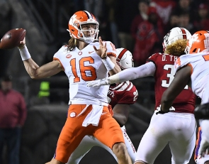Why is a former All-Pro receiver advising Lawrence to come back to Clemson?