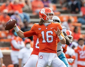 Lawrence, Tigers continue to click on offense