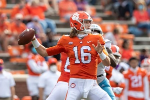 Lawrence, Tigers torching Georgia Tech | The Clemson Insider