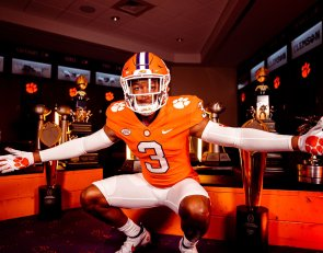 Clemson commit already recruiting 5-star target