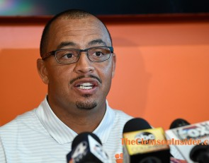 ESPN analyst, Hall of Fame coach have praise for Elliott