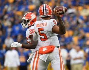 Clemson facing quarterback conundrum after another offensive clunker